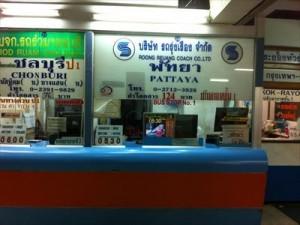 エカマイ駅バス乗り場